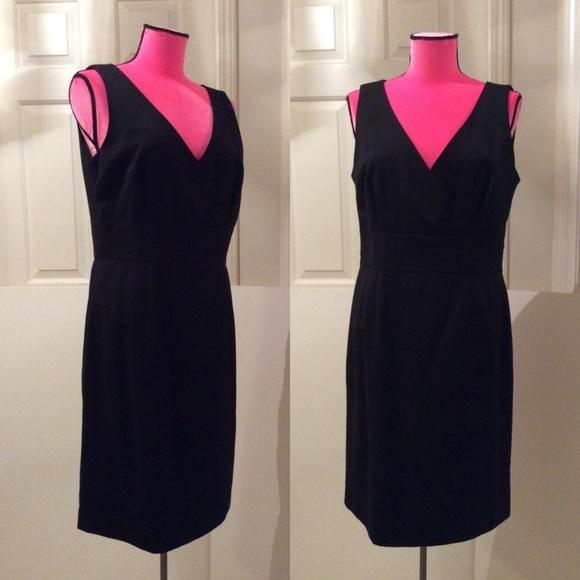 H&M Dresses & Skirts - New H&M v-neck dress